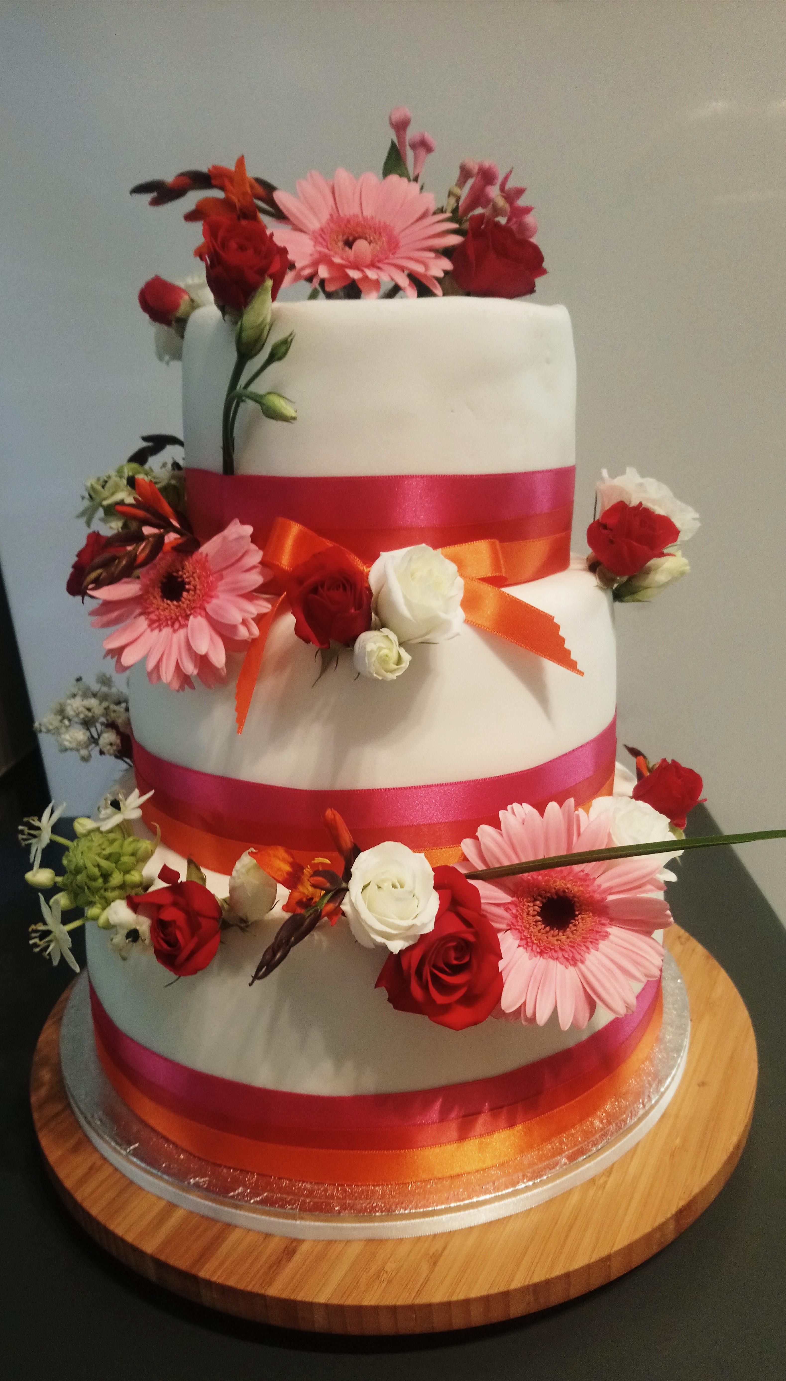 Gâteau rubans et fleurs
