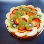 Pâte sablée, crème pâtissière vanille et rhum, fruits frais de saison