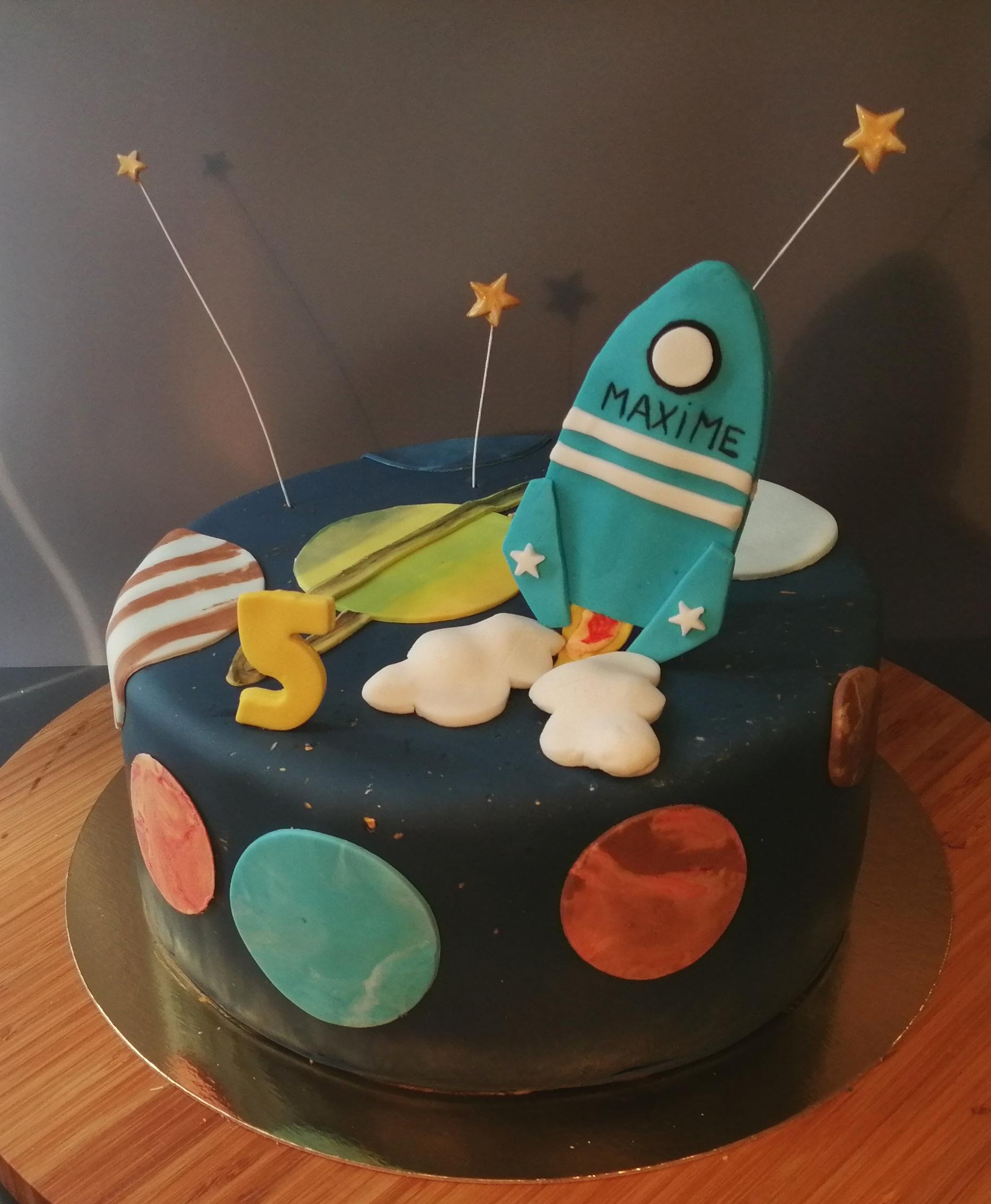 Gâteau d'anniversaire fusée