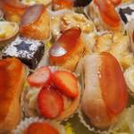 tartelettes fraises, citron, pommes, minis-éclairs vanille/caramel, brownies