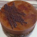 Royal: dacquoise noisette, mousse au chocolat, croustillant praliné (possible sans gluten)