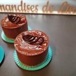 Royal :  biscuit noisette, croustillant praliné, mousse au chocolat noir